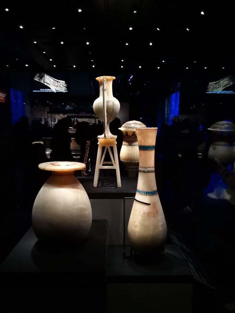 Urnes expo Toutankhamon
